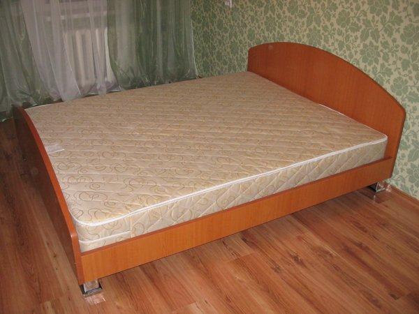 Двуспальная кровать своими руками из дсп фото